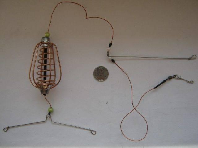 К плетёнке привязывается застёжка среднего размера в комбинации с тройным вертлюжком